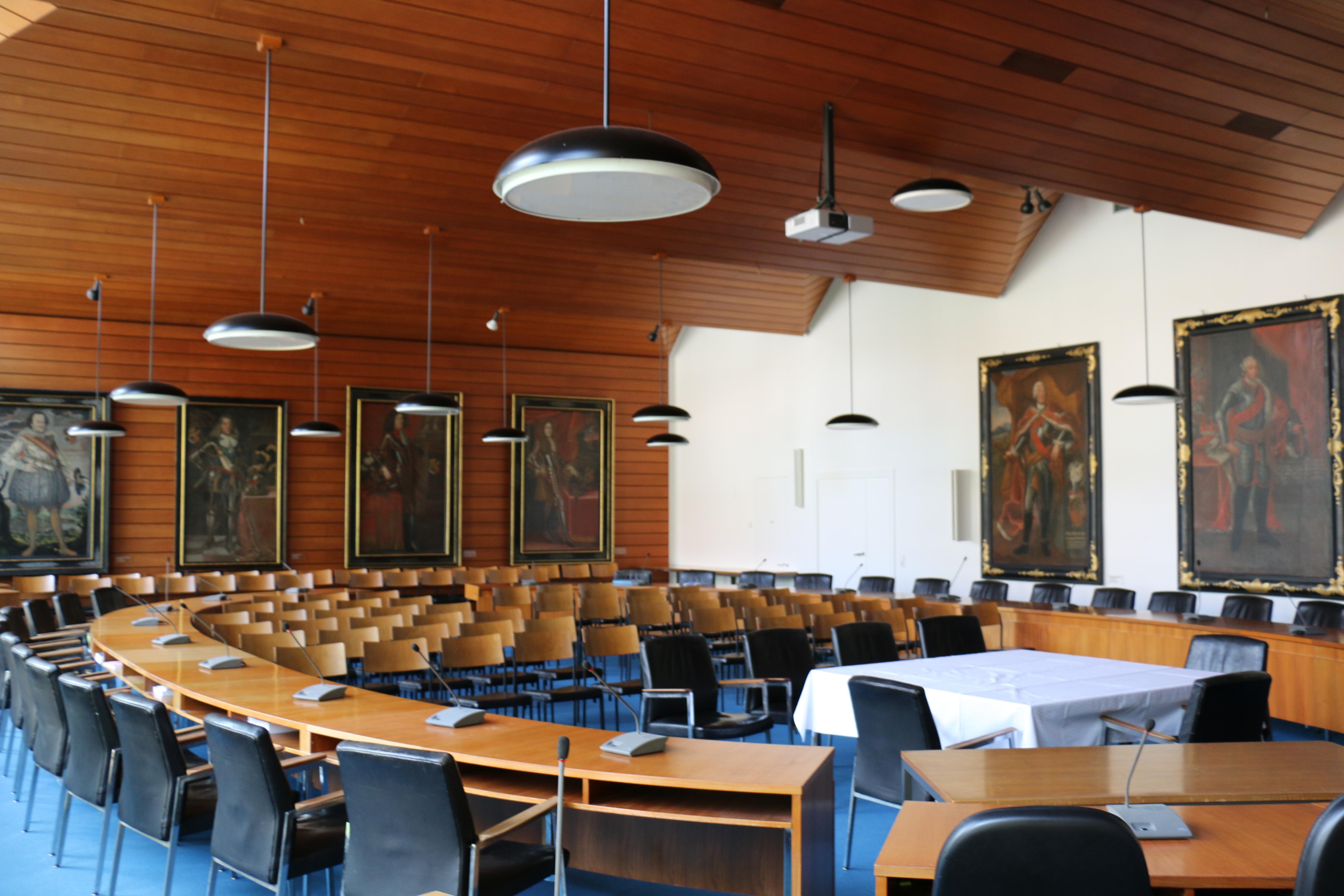 Großer Sitzungssaal im Rathaus in Kirchheim unter Teck mit Bestuhlung
