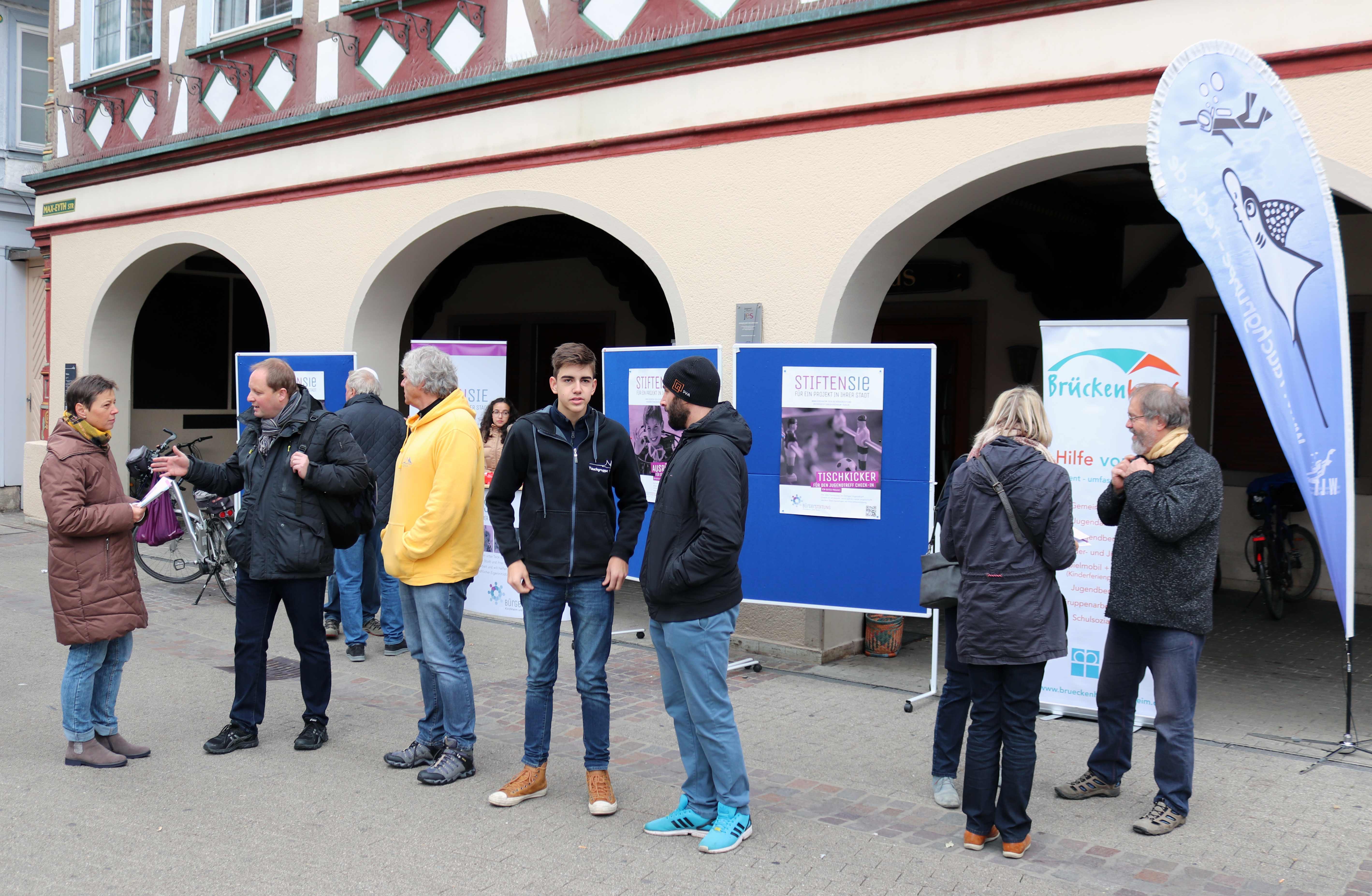 Spenden-Auftaktveranstaltung der Kirchheimer Buergerstiftung vor dem Rathaus