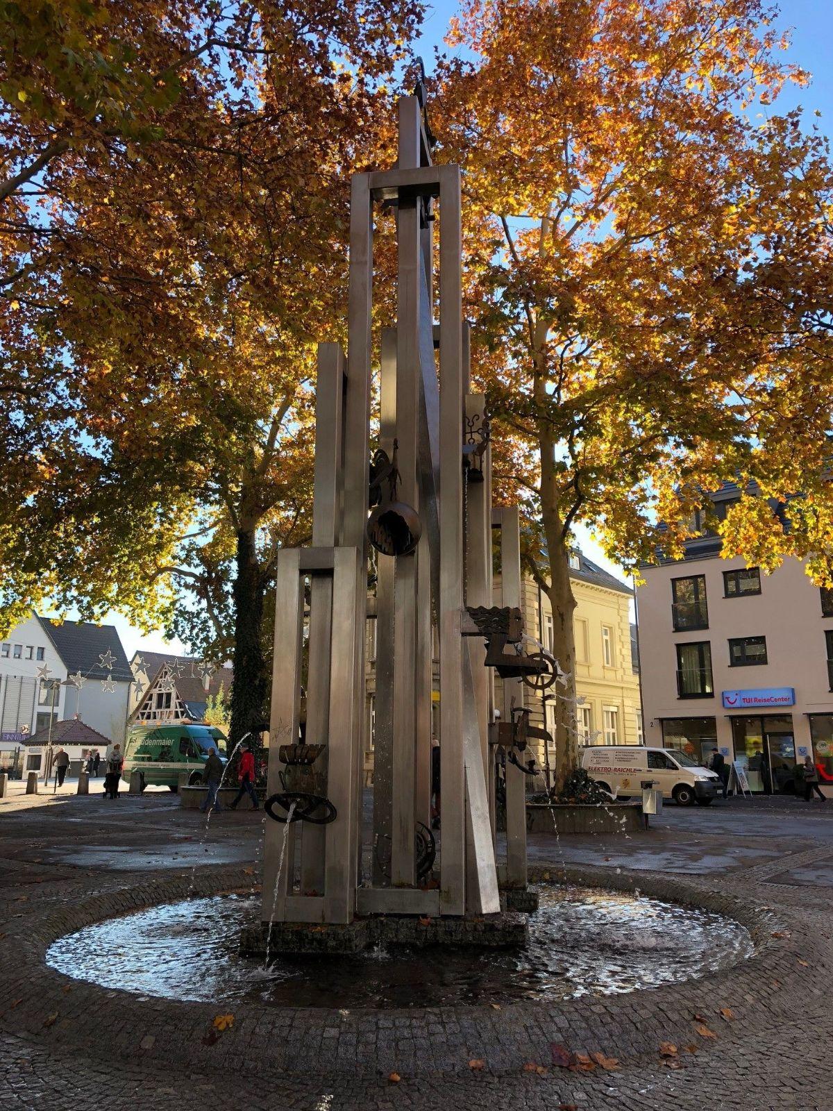 Figur am Postplatz-Brunnen auf dem Kunstweg