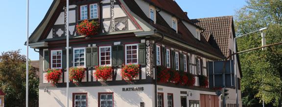 Das Ötlinger Rathaus als Wahllokal für die Europa- und Kommunalwahlen 2019