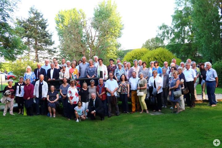 Die Teilnehmerinnen und Teilnehmer der Bürgerbusfahrt nach Rambouillet mit ihren Gastgeberinnen und Gastgebern