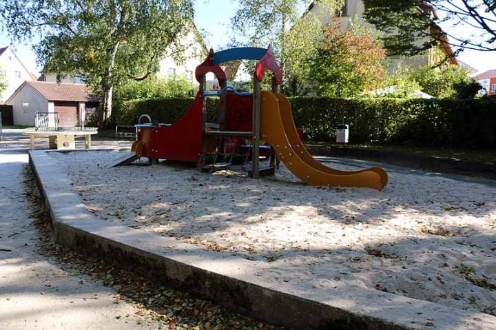 Spielplatz Karlsbaderstraße-3