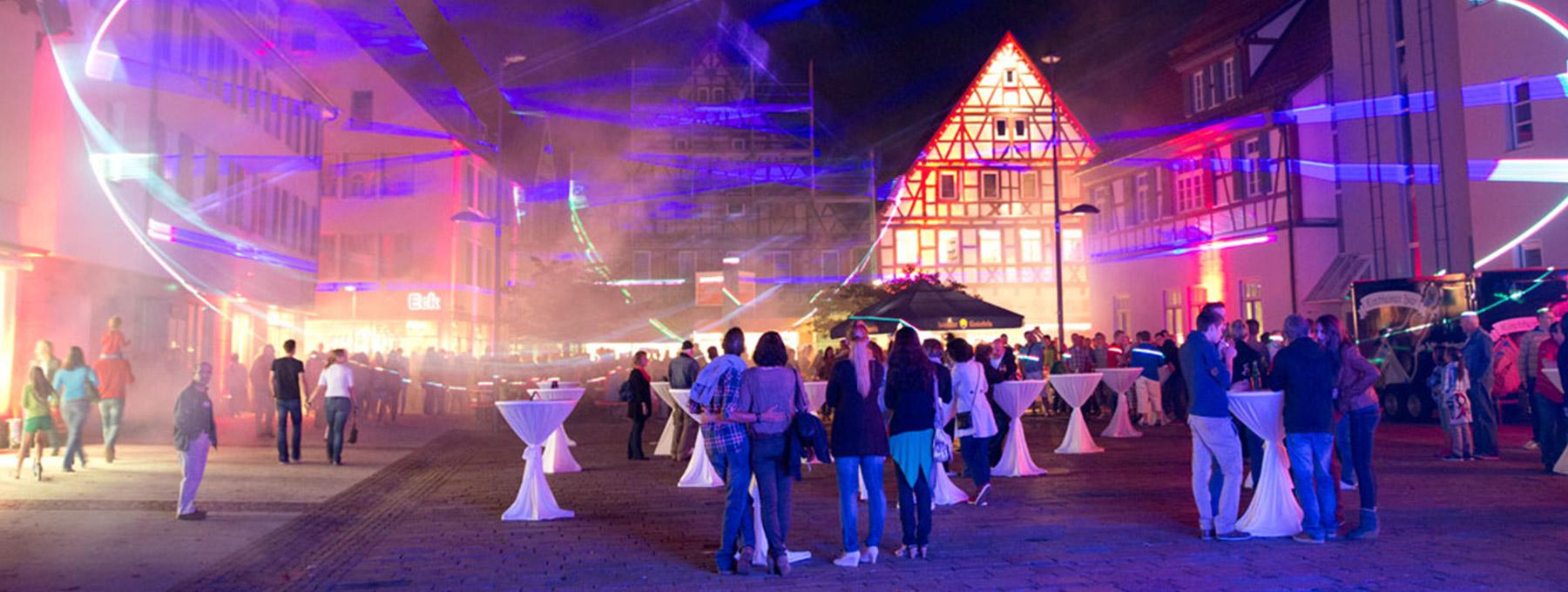 Der Marktplatz beim Mitternachtsshopping