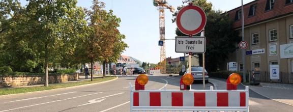 Ein Baustellenschild in der Alleenstraße