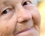 Lächende Seniorin