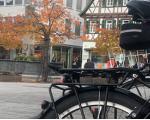 Fahrräder auf dem herbstlichen Kirchheimer Marktplatz