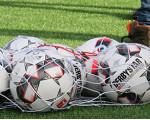 Bälle im Ballnetz auf dem Wembleyplatz