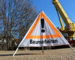 """Schild """"Baumarbeiten"""" für Passanten"""