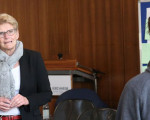 Oberbürgermeisterin Matt-Heidecker im Gespräch mit Schülern der Freihof-Realschule
