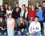 Die Schülergruppe beim Empfang durch Bürgermeister Stefan Wörner (rechts) im Sitzungssaal