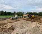 Auf der Baustelle des Bikepark-Geländes wird gebaggert.