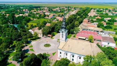 Luftbild Kirche Backi Petrovac