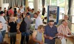 Bauinteressente informieren sich bei der Stadthausbörse in der Stadthalle zum Steingauquartier.