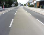 Die Stuttgarter Straße mit unterschiedlicher Asphaltierung im Ortsteil Ötlingen