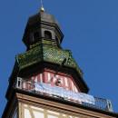 """Banner zu """"Kirchheim hält zusammen"""" am Rathausturm"""