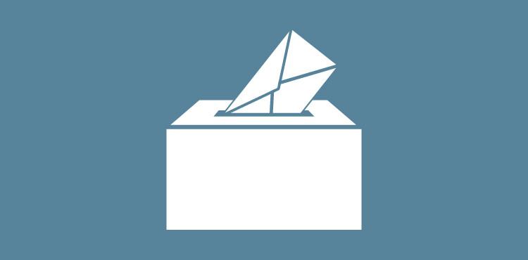 Wahlurne mit Briefumschlag