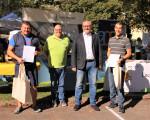 Siegerehrung des Stadtradeln 2021, v.l.n.r.: Jörg Bächle (Team Teckbote), Thomas Bantzhaff (Mobilitätsbeauftragter Stadt Kirchheim), Günter Riemer (Erster Bürgermeister), Florian Propach (Team Schlossgymnasium).