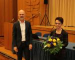 Bild 1, Stadt Kirchheim unter Teck - Oberbürgermeister Dr. Pascal Bader beglückwünscht Christine Kullen zur Wahl als Beigeordnete (Bürgermeisterin)