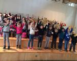 Mit Spaß dabei: die Kinder der Teck-Grundschule bei der Schülerversammlung im Bohnauhaus