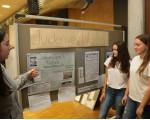 Schülerinnen bei Teilprojekt des Museums LUG