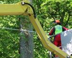 Baumarbeiten auf einem Kran
