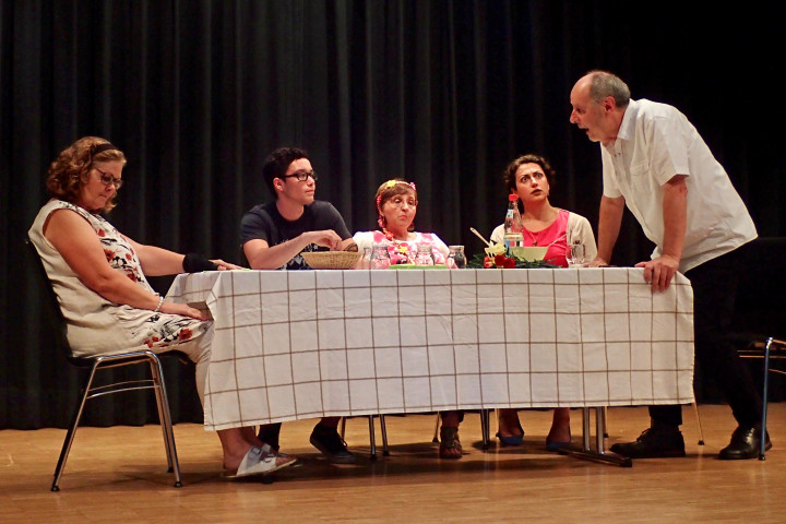 Die Theatergruppe Die Wilden Kerle bei einem Auftritt