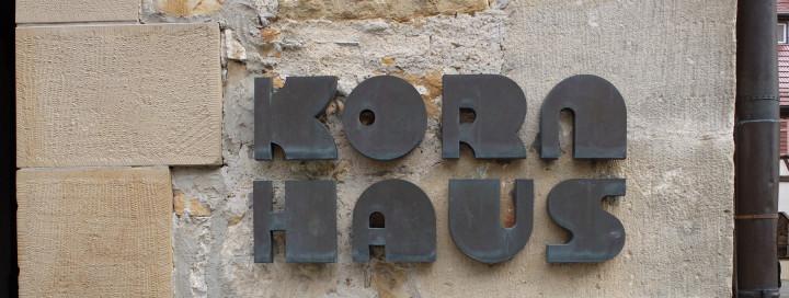 Der Schriftzug am Kirchheimer Kornhaus in dem das Städtische Museum und die Städtische Galerie untergebracht sind