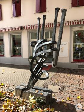 Figur in Aktrion auf dem Kunstweg