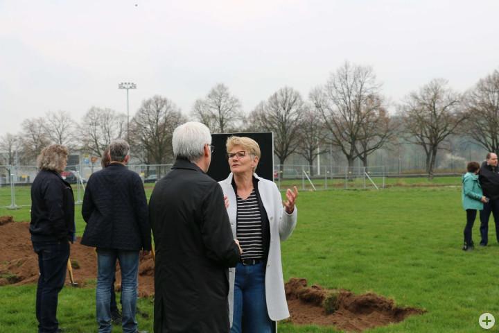 Oberbürgermeisterin Angelika Matt-Heidecker im Dialog über den Neubau auf dem Ott'schen Platz