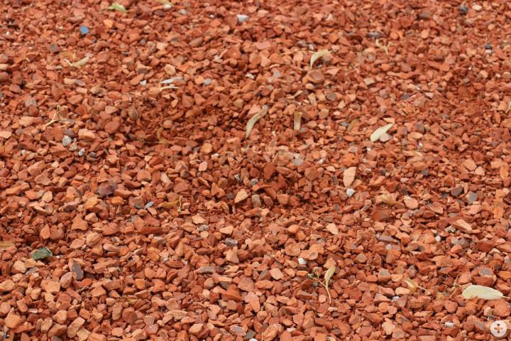 Das Material des Bodens der Ausstellungsfläche im Bürgerpark