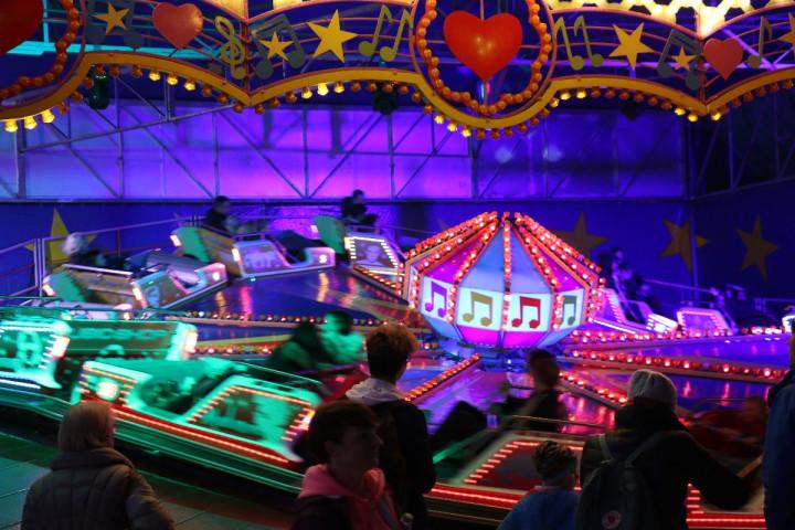 Ein beliebtes Fahrgeschäft auf dem Vergnügungspark zum Gallusmarkt auf dem Ziegelwasen