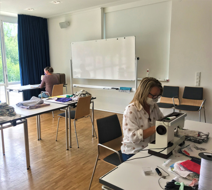 """Im Raum """"Lindorf"""" der Ortschaftsverwaltung Jesingen wurden gemeinsam mit der Agendagruppe Upcycling Nähplätze für Alltagsmasken eingerichtet"""