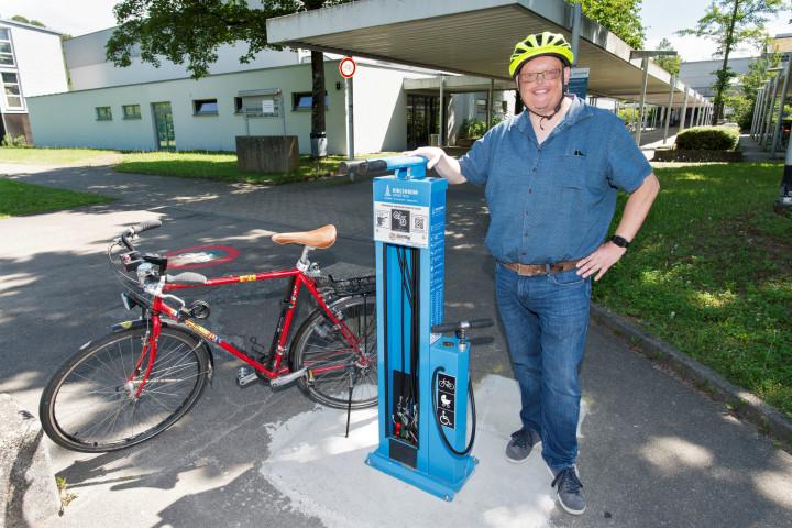 Radservice-Punkte in Kirchheim unter Teck - der neue Radservice-Punkt am Schlossgymnasium ist der erste in der großen, stabileren Ausführung, ihm sollen weitere folgen