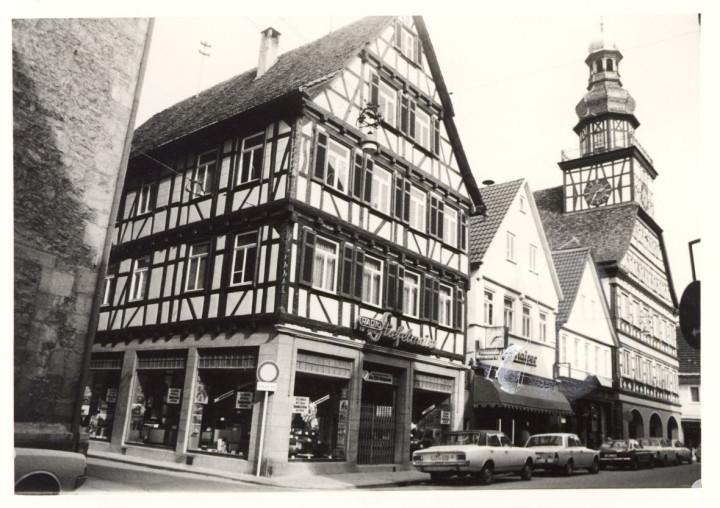 Max-Eyth-Straße 21, 23, 25 und Marktstraße 14 (v.l.n.r.) (StadtA Ki F 09211)