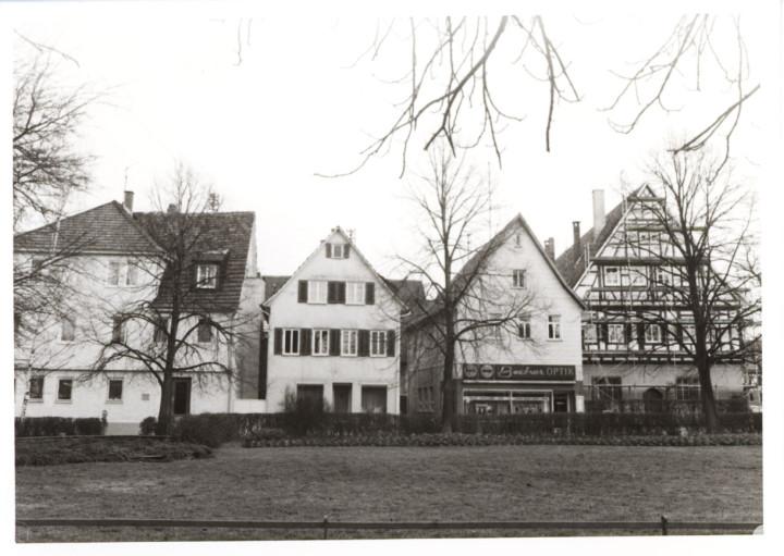 Schlossplatz 1,3,5,9 (StadtA Ki F 9094)