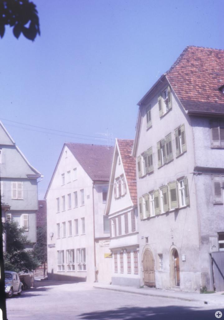 Schlossplatz 14 (2tes Haus v. r.) (StadtA Ki F 11184)
