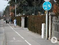 Getrennter Geh- und Radweg in der Stuttgarter Straße