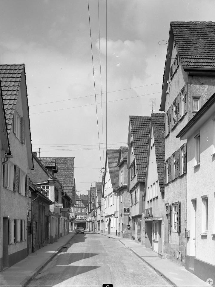Dreikönigstraße 17 (2tes Haus v. l.) (StadtA Ki F 10951)