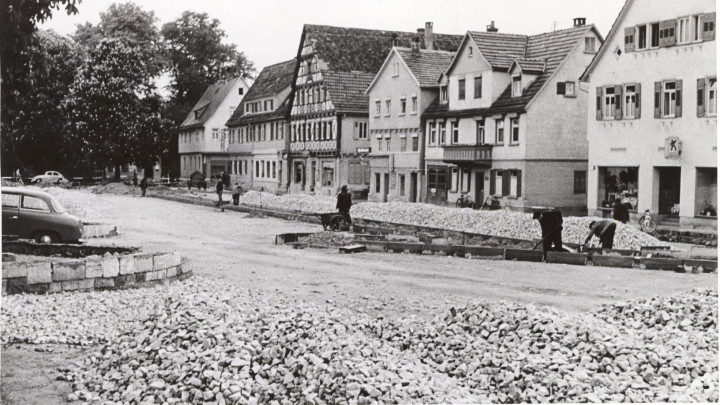 Roßmarkt  5 (2tes Haus v. r.) (StadtA Ki F 1780)