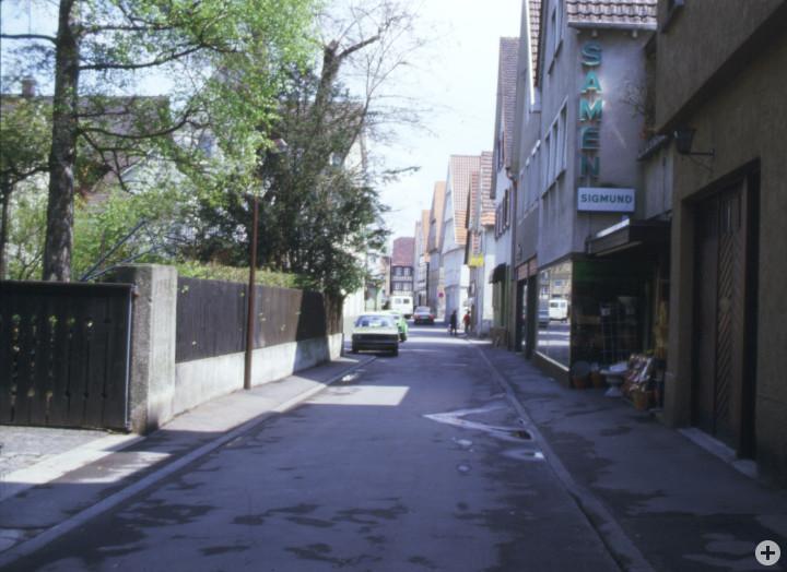 Wellingstraße 4 (3tes Haus v. l.) (StadtA Ki F 11513)