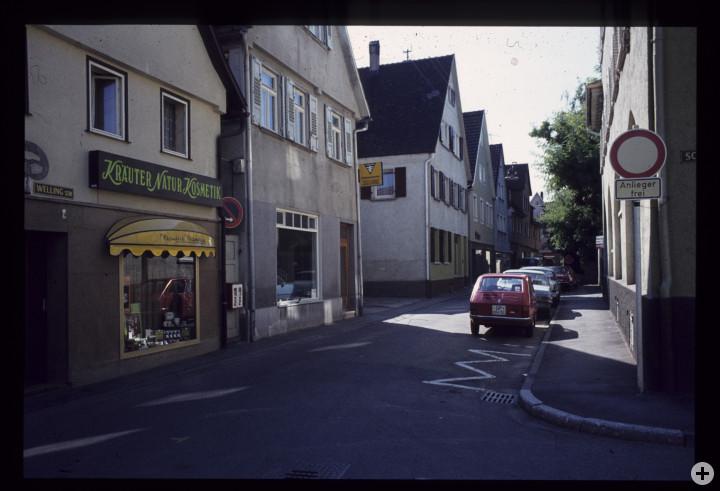 Wellingstraße  6 (3tes Haus v. r.) (StadtA Ki F 18415)