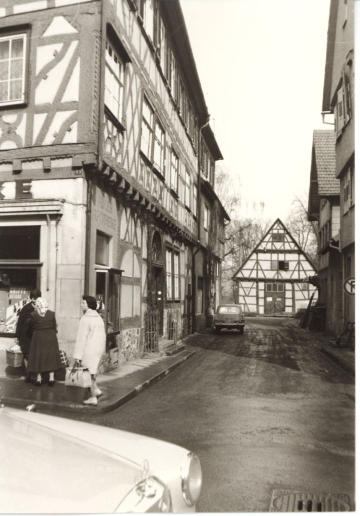 Widerholtstraße 1 (2tes Haus v. l.) (StadtA Ki F 4471)