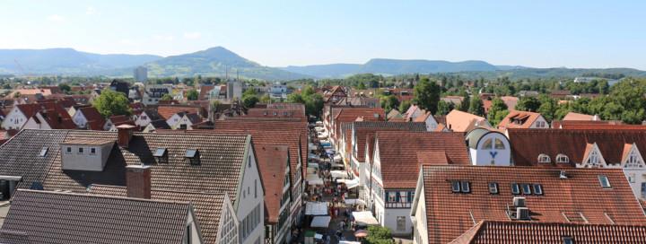 Blick auf den Krämermarkt in der Marktstraße vom Rathausturm